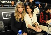 http://img166.imagevenue.com/loc1023/th_27730_Selena_Gomez_Taylor_Swift_Los_Angeles_1-22-2010_01_122_1023lo.jpg