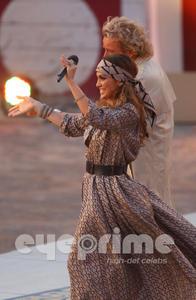 Jennifer Lopez Breasts on Desi Actress Zone  Jennifer Lopez Boob Nip Slip   Wetten Dass Show