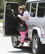 http://img166.imagevenue.com/loc428/th_372469103_Hilary_Duff_at_a_friends_house_in_Studio_City1_122_428lo.jpg