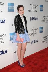 Emma Watson au festival Tribeca de New York. Th_128057613_EmmaWatson_TribecaFF_210412_109_122_438lo
