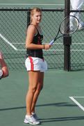 http://img166.imagevenue.com/loc129/th_441334170_Sharapova_training_2006_13_122_129lo.jpg